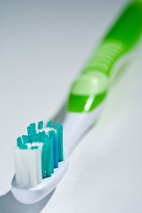 Clean-toothbrush-as-well-as-you-clean-your-teeth